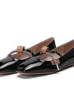 baratos -Mulheres Sapatos Confortáveis Pele Napa Primavera / Verão Rasos Sem Salto Dedo Fechado Branco / Preto / Vermelho