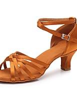 Недорогие -Жен. Обувь для латины Сатин Сандалии / На каблуках Пряжки Кубинский каблук Персонализируемая Танцевальная обувь Темно-коричневый