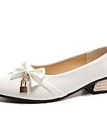 Недорогие -Жен. Полиуретан Лето Туфли лодочки Обувь на каблуках На низком каблуке Заостренный носок Бант Белый / Черный