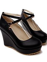 Недорогие -Жен. Комфортная обувь Полиуретан Лето Обувь на каблуках Туфли на танкетке Черный / Красный