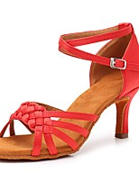 preiswerte -Damen Schuhe für den lateinamerikanischen Tanz Satin Sandalen / Absätze Schnalle Kubanischer Absatz Maßfertigung Tanzschuhe Rot
