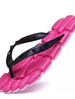 Недорогие -Жен. Комфортная обувь ПВХ Лето Тапочки и Шлепанцы На плоской подошве Черный / Пурпурный / Синий