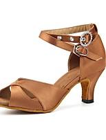 abordables -Femme Chaussures Latines Satin Sandale / Talon Strass / Boutons / Boucle Talon Cubain Personnalisables Chaussures de danse Marron