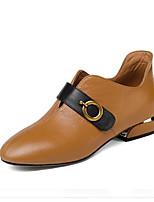 Недорогие -Жен. Комфортная обувь Наппа Leather Весна Обувь на каблуках На низком каблуке Черный / Коричневый