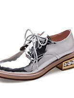 baratos -Mulheres Sapatos Confortáveis Couro Envernizado Primavera Saltos Salto Baixo Branco / Preto / Prateado