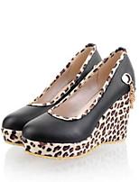 abordables -Femme Chaussures de confort Polyuréthane Eté Doux Chaussures à Talons Hauteur de semelle compensée Noir / Beige / Jaune / Soirée & Evénement