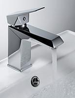 Недорогие -Ванная раковина кран - Широко распространенный Хром По центру Одной ручкой одно отверстие