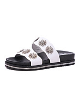 Недорогие -Жен. Комфортная обувь Полиуретан Лето Тапочки и Шлепанцы Микропоры Белый / Черный