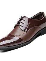 Недорогие -Муж. Комфортная обувь Полиуретан Осень Деловые Туфли на шнуровке Доказательство износа Черный / Коричневый