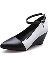 abordables -Femme Chaussures de confort Cuir Nappa Eté Chaussures à Talons Hauteur de semelle compensée Bout fermé Noir / Noir / blanc