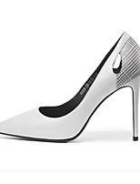 Недорогие -Жен. Комфортная обувь Искусственный мех Осень Обувь на каблуках На шпильке Белый / Черный