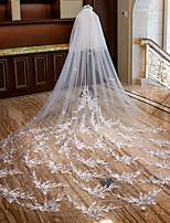 baratos -Duas Camadas Estilo Romântico / Floral Véus de Noiva Véu Catedral com Penas / Apliques / Pente Flôr Tule