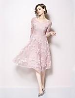 Недорогие -Жен. Классический А-силуэт / Оболочка Платье Кружева Средней длины