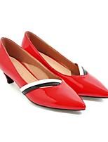 baratos -Mulheres Stiletto Couro Envernizado Outono Saltos Salto Robusto Branco / Preto / Vermelho