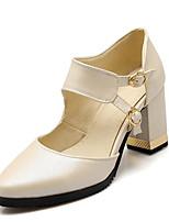 baratos -Mulheres Sapatos Confortáveis Couro Ecológico Verão Casual / Doce Saltos Salto Robusto Dedo Apontado Presilha Branco / Bege / Rosa claro