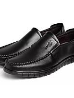 Недорогие -Муж. Комфортная обувь Полиуретан Осень Мокасины и Свитер Черный / Коричневый