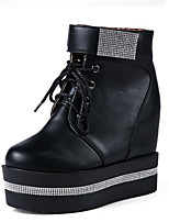 Недорогие -Жен. Комфортная обувь Полиуретан Зима Ботинки На плоской подошве Белый / Черный