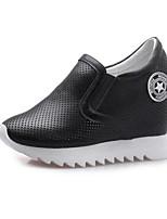 Недорогие -Жен. Комфортная обувь Наппа Leather Весна Обувь на каблуках Туфли на танкетке Белый / Черный / Серебряный