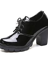 Недорогие -Жен. Ботильоны Полиуретан Осень Ботинки На толстом каблуке Круглый носок Ботинки Черный / Красный