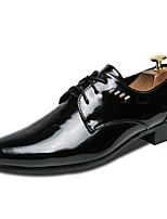 Недорогие -Муж. Комфортная обувь Полиуретан Осень Деловые Туфли на шнуровке Амортизирующий Черный