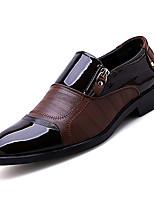 Недорогие -Муж. Комфортная обувь Полиуретан Осень Деловые Мокасины и Свитер Дышащий Черный / Коричневый