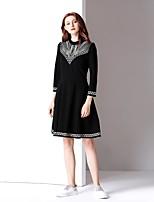 Недорогие -Жен. Классический А-силуэт Платье - Однотонный, Вышивка До колена