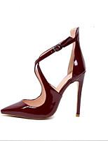 Недорогие -Жен. Комфортная обувь Полиуретан Весна Обувь на каблуках На шпильке Черный / Красный