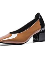 Недорогие -Жен. Комфортная обувь Микроволокно Лето Обувь на каблуках На толстом каблуке Белый / Коричневый