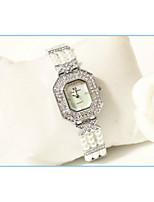 Недорогие -Жен. Наручные часы Кварцевый Имитация Алмазный сплав Группа Аналоговый Мода Серебристый металл / Золотистый - Золотой Серебряный / Нержавеющая сталь