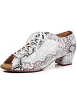 baratos -Mulheres Sapatos de Dança Latina Camurça Sandália Renda Salto Cubano Personalizável Sapatos de Dança Branco / Preto / Cinza Escuro