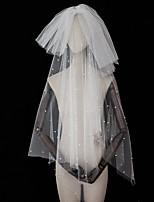 Недорогие -Два слоя Художественные / Ретро / Оригинальный рисунок Свадебные вуали Фата до кончиков пальцев с Белый бант / Искусственный жемчуг / Отделка Тюль