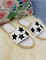 Недорогие -Жен. Комфортная обувь Наппа Leather Лето Тапочки и Шлепанцы На плоской подошве Белый / Черный