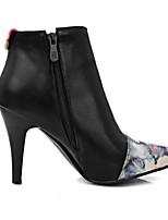 Недорогие -Жен. Fashion Boots Полиуретан Зима Ботинки На шпильке Закрытый мыс Ботинки Черный / Бежевый