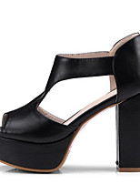 Недорогие -Жен. Комфортная обувь Микроволокно Лето Обувь на каблуках На толстом каблуке Белый / Черный / Серый