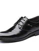 baratos -Homens Sapatos Confortáveis Couro Sintético Primavera Verão Clássico / Casual Oxfords Não escorregar Preto / Festas & Noite
