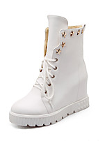 Недорогие -Жен. Fashion Boots Полиуретан Зима Ботинки Туфли на танкетке Круглый носок Сапоги до середины икры Белый / Черный