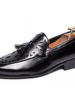 Недорогие -Муж. Комфортная обувь Полиуретан Осень На каждый день Мокасины и Свитер Нескользкий Черный / Коричневый