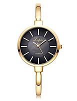 Недорогие -Жен. Наручные часы Кварцевый Новый дизайн Повседневные часы сплав Группа Аналоговый Мода Элегантный стиль Серебристый металл / Золотистый / Розовое золото -  / Один год