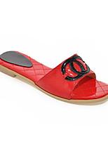 Недорогие -Жен. Комфортная обувь Полиуретан Весна Тапочки и Шлепанцы На плоской подошве Белый / Черный / Красный