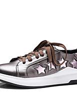 Недорогие -Жен. Комфортная обувь Полиуретан Весна Кеды На плоской подошве Белый / Серебряный