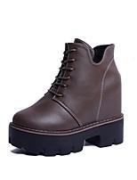 Недорогие -Жен. Fashion Boots Полиуретан Зима Ботинки Микропоры Круглый носок Ботинки Черный / Коричневый