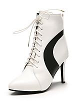 Недорогие -Жен. Fashion Boots Искусственная кожа Наступила зима Ботинки На шпильке Заостренный носок Ботинки Белый / Черный