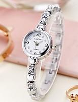 Недорогие -Жен. Часы-браслет Кварцевый Повседневные часы Нержавеющая сталь Группа Аналоговый Мода Серебристый металл / Золотистый - Серебряный Золотистый