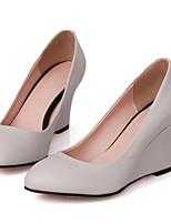 Недорогие -Жен. Комфортная обувь Наппа Leather Осень Обувь на каблуках Туфли на танкетке Белый / Черный