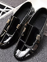 Недорогие -Муж. Комфортная обувь Микроволокно Лето Мокасины и Свитер Черный / Красный