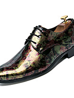 baratos -Homens Sapatos Confortáveis Couro Ecológico Outono Negócio Oxfords Não escorregar Estampa Colorida Roxo / Amarelo