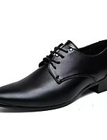 baratos -Homens Sapatos Confortáveis Couro Ecológico Outono Oxfords Preto / Marron / Festas & Noite