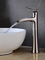 Недорогие -Ванная раковина кран - Водопад Хром / Матовый никель По центру Одной ручкой одно отверстиеBath Taps