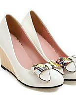 Недорогие -Жен. Комфортная обувь Полиуретан Осень Обувь на каблуках Туфли на танкетке Белый / Черный / Розовый