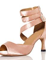"""Недорогие -Жен. Обувь для латины Сатин На каблуках Планка Каблук """"Клеш"""" Танцевальная обувь Черный / Телесный"""